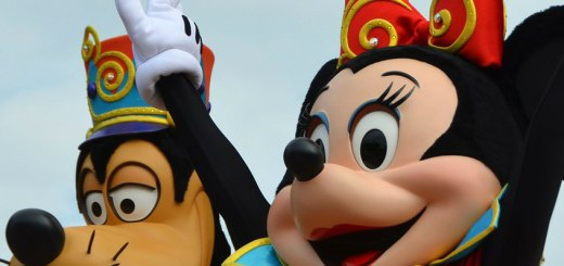 Minnie Mouse and Goofy, 7 ways to stay within budget - Disney, www.theeducationaltourist.com