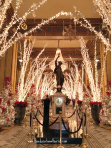 Holiday light display in lobby of New Orleans Roosevelt hotel, New Orleans Christmas Decorations, www.theeducationaltourist.com