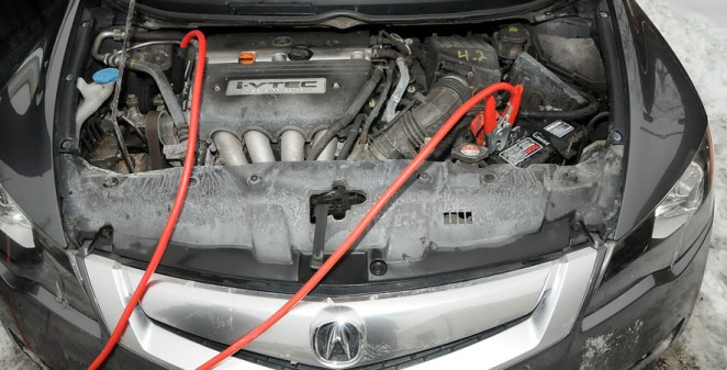 connect jumpstart cable to car battrey
