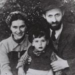Menahem_Begin_during_his__Rabbi_Sassover__period_with_wife_Aliza_and_son_Benyamin-Zeev_in_Tel_Aviv