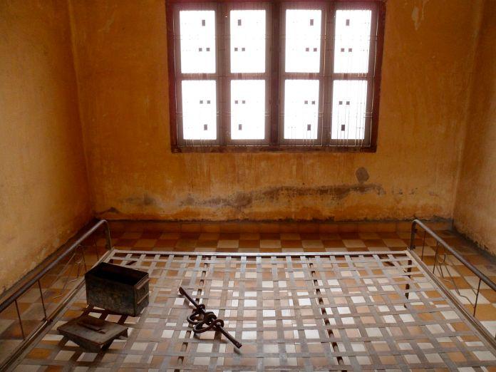 khmer rouge torture room