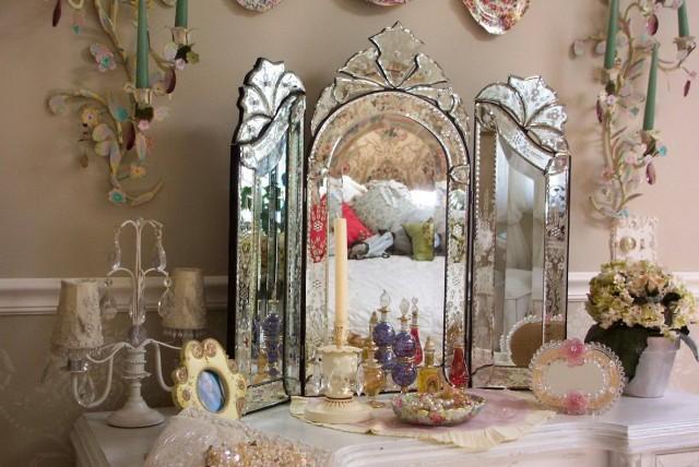 Venetian Tri Fold Mirror