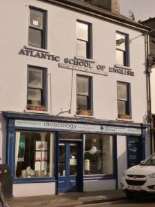 Atlantic_school_English-Schull