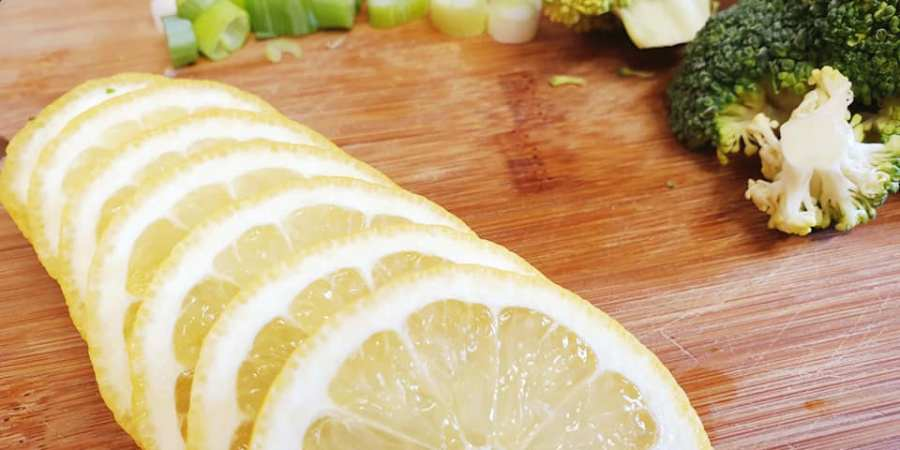 lemon slices and chopped spring onions