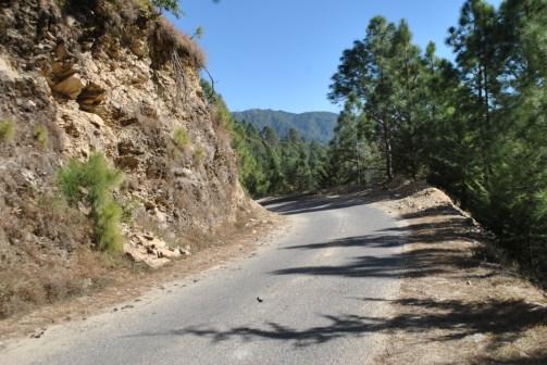 Road to the Lamahanga waterfall