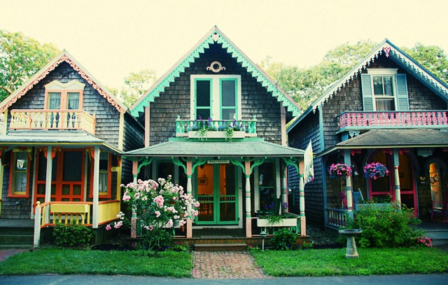 oak bluffs gingerbread cottages the estate of things. Black Bedroom Furniture Sets. Home Design Ideas