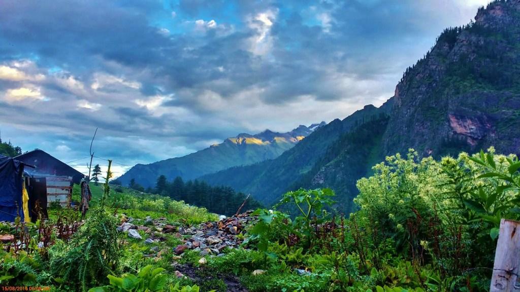 Kheerganga trek in the Himalayas