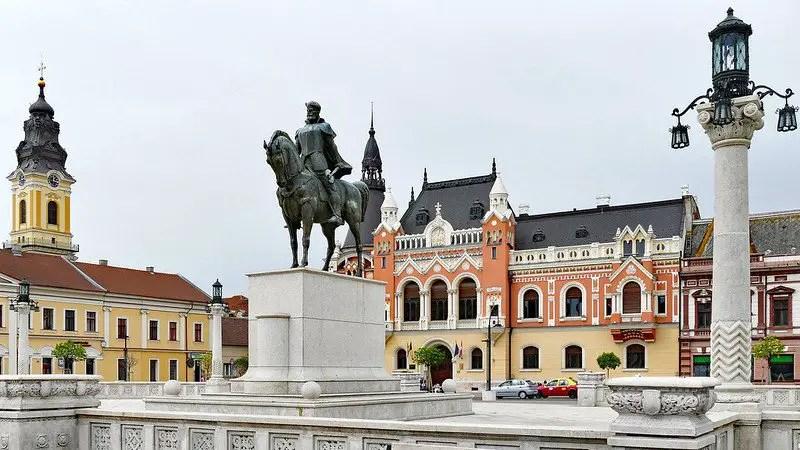 Piata Unirii Oradea | Thins To Do in Oradea