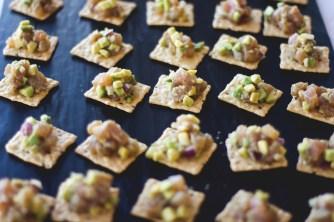 Tuna tar-tar on rice crackers