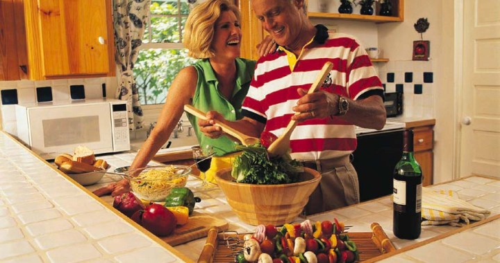 superfoods can't prevent cancer, healthy eating habits are essential