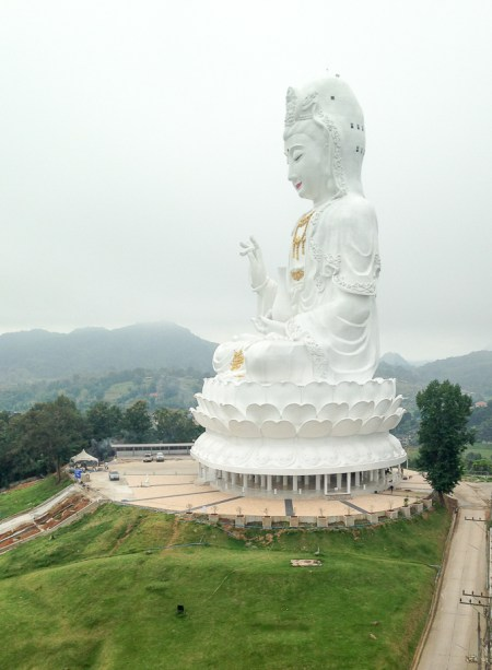 Big Buddha Temple, Chiang Rai, Thailand | www.theeverykitchen.com
