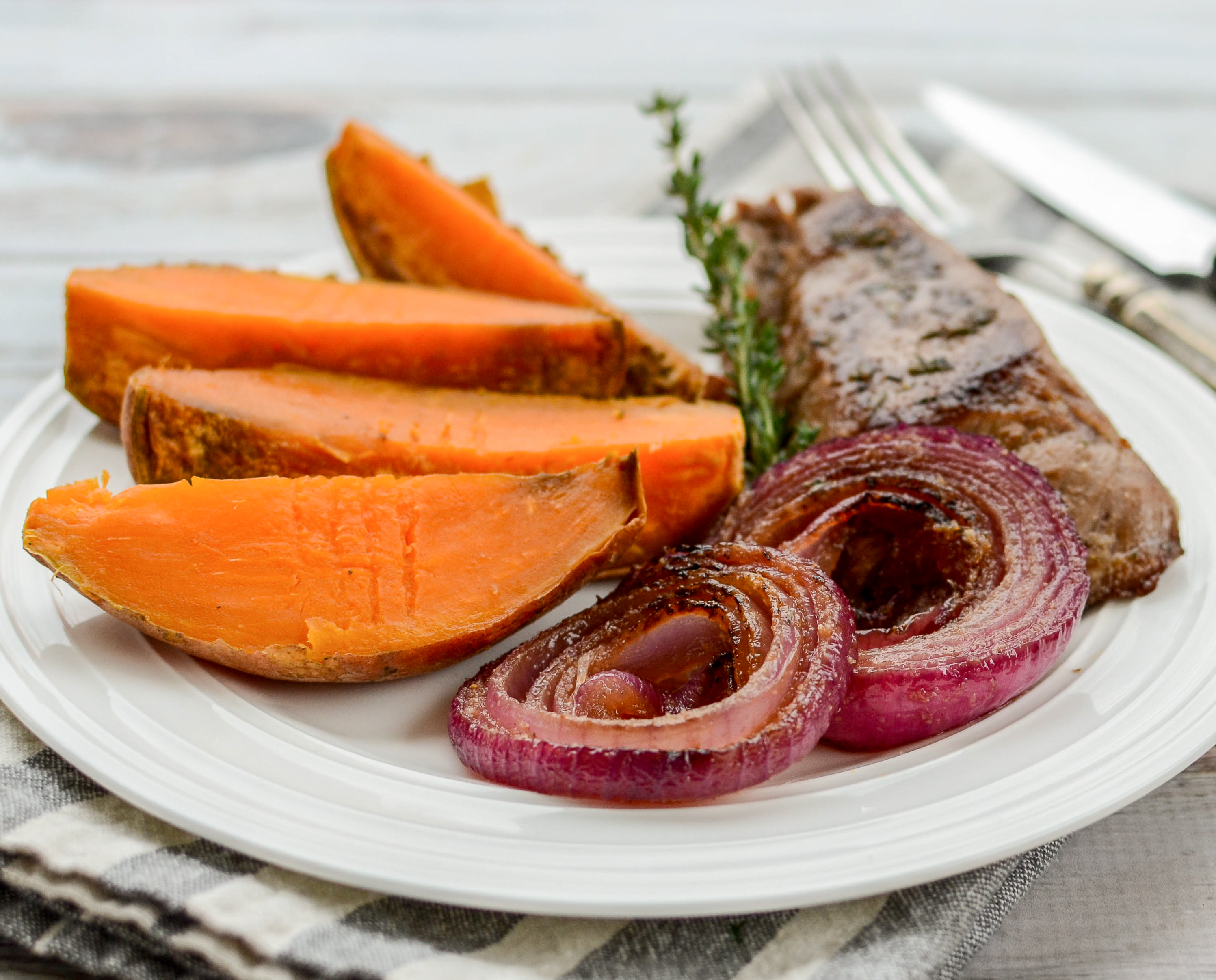 Red Onion Steak with Sweet Potatoes | www.theeverykitchen.com