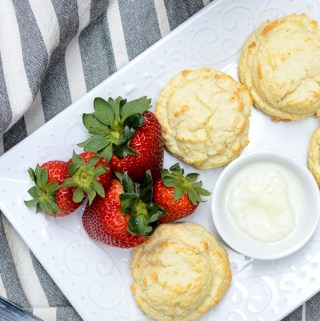 This recipe is grain-free, using almond flour and coconut flour. | theeverykitchen.com