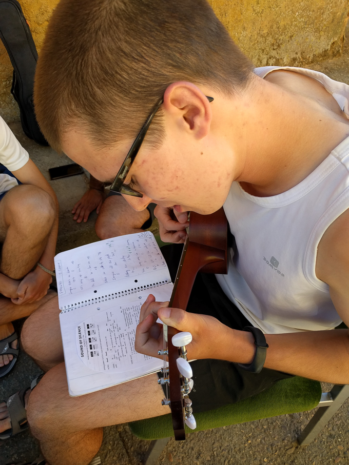A Portuguese student plays the ukelele on the Camino Frances | theeverykitchen.com