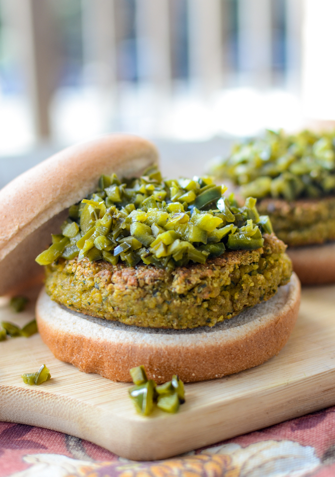 The best thing about this recipe for Air Fryer Falafel Burgers? Toss up between that crisp crumb and the tender, hot chickpea exploding inside. | theeverykitchen.com