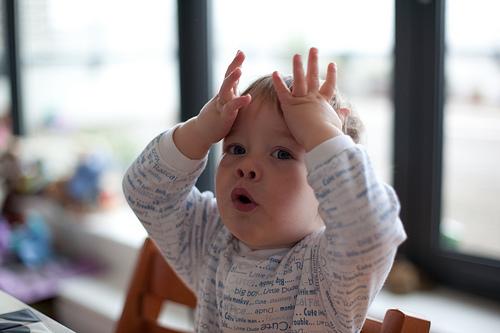 child sign language photo