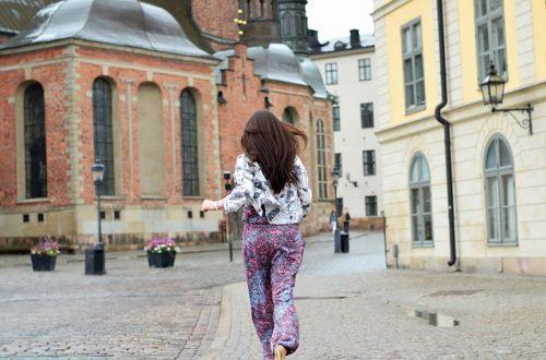 girl run photo