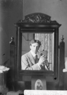 THE MAN IN THE MIRROR- EOF SELFIE CENTERED- THE EYE OF FAITH VINTAGE BLOG