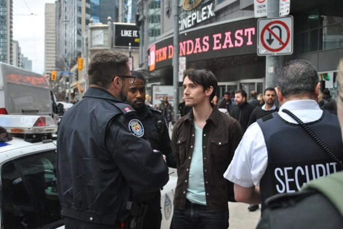 Northern Lights Man speaking with Toronto Police. PHOTO: Kosalan Kathiramalanathan