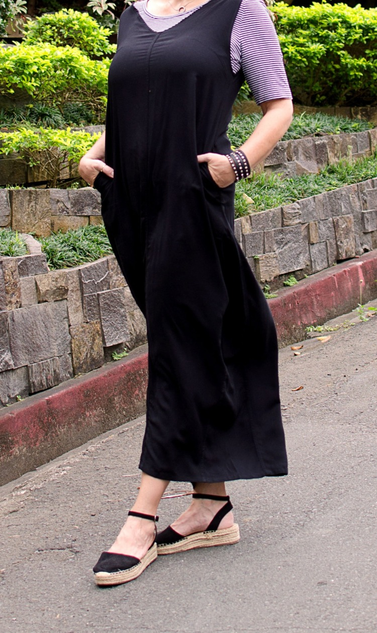 casual black jumper dress