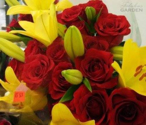 Red roses and yellow lillies