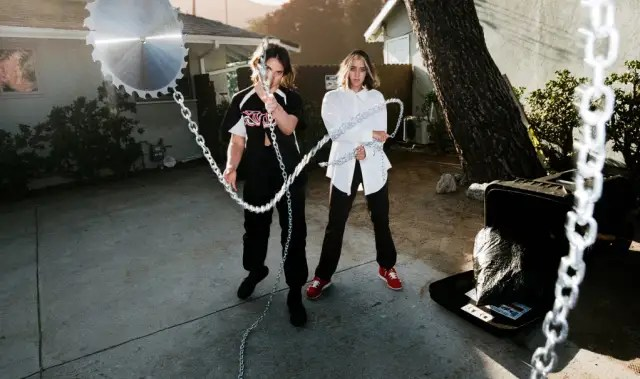 """DAGR teams up with Uffie on """"Fuck Knots"""" 1"""