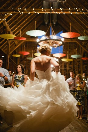 parasols-barn-wedding-photo-by-orange-photographie