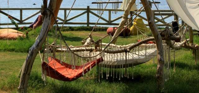 Photo by Sea Valley, relax in a seaside hammock. Yes please.