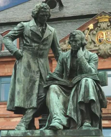 Brothers Grimm monument in Hanau Photo Renftel © Deutsche Märchenstraße e.V.