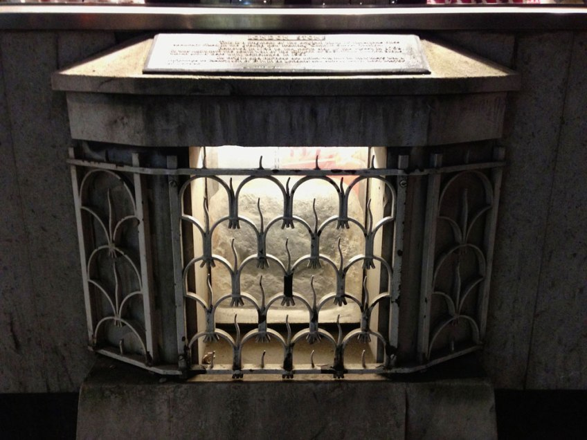 London Stone Cannon Street, sword in the stone england, King arthur
