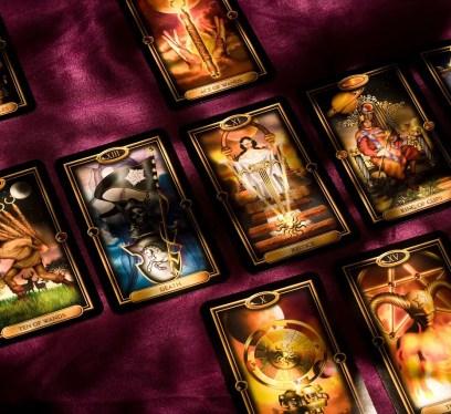 Cartomancy vs tarot, fortune telling methods