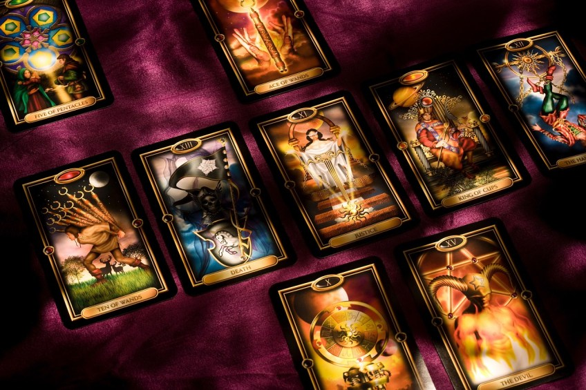 Cartomancy vs tarot