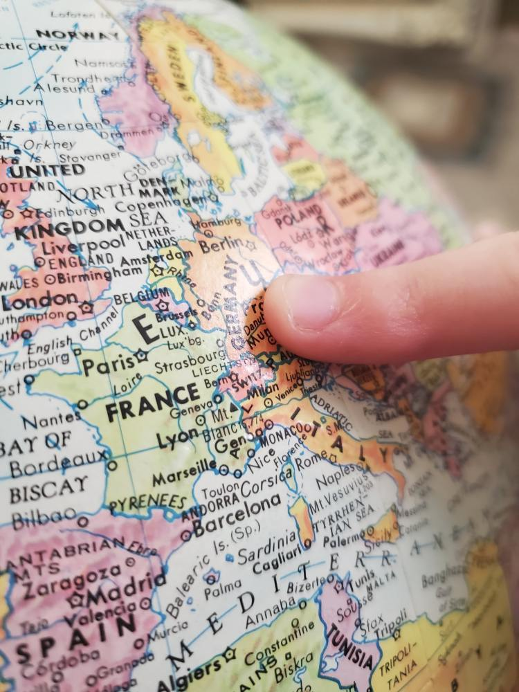 Travel visa easily, quick travel visa, map of Europe, globe