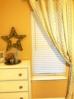 gold-star-bedroom-decor