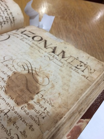The real first page is the only part of the introduction that hasn't been lost. It was placed after folio 24! Notice how stained and worn it is. Part of the ink in the title has also eaten through the paper!