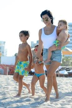 kourtney-kardashian-kids-beach-day-pics-05