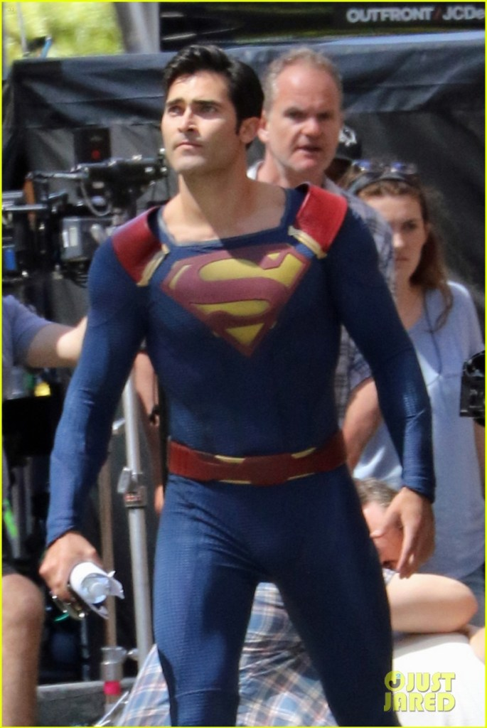 155498, FIRST ON SET PHOTOS - Tyler Hoechlin suits up as Superman as he films scenes for Supergirl in Vancouver. Vancouver, Canada - Friday July 29, 2016. Photograph: © Kred, PacificCoastNews. Los Angeles Office (PCN): +1 310.822.0419 UK Office (Photoshot): +44 (0) 20 7421 6000 sales@pacificcoastnews.com FEE MUST BE AGREED PRIOR TO USAGE
