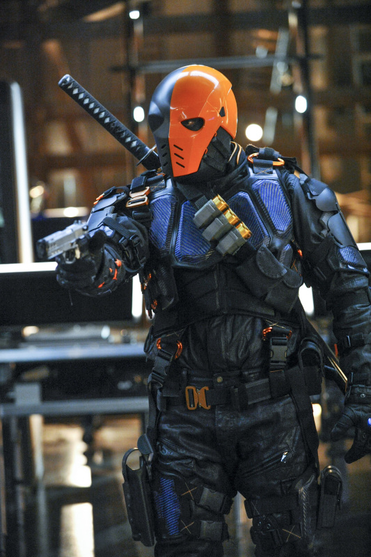 "Arrow -- ""The Man Under the Hood"" -- Image AR219a_0239b -- Pictured: Manu Bennett as Deathstroke -- Photo: Alan Zenuk/The CW -- © 2014 The CW Network, LLC. All Rights Reserved."