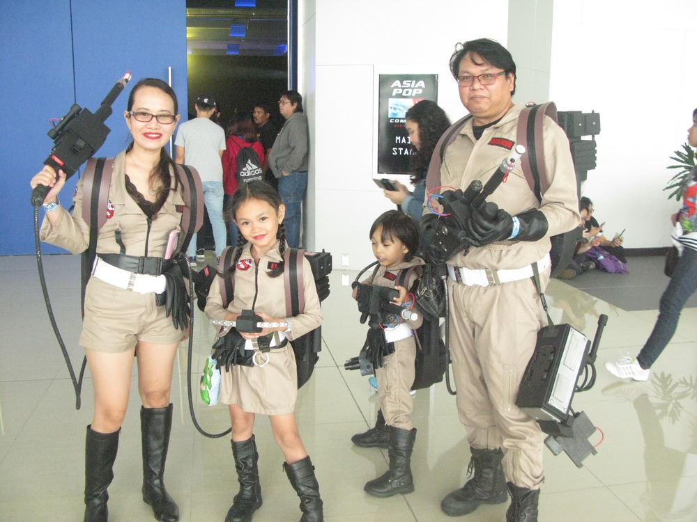 asiapop comic 2016 dulce family ghostbusters cosplay