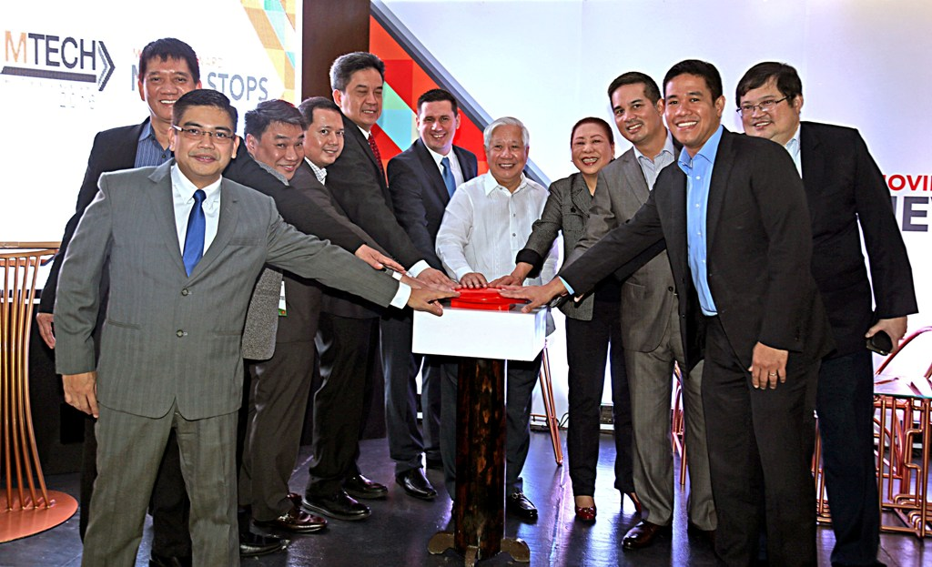 Top MERALCO executives, led by its President and CEO Oscar Reyes (center, in white), press a red button to signal the opening of MERALCO Technology and Innovation Summit (#MTECH2016) now on its second year.