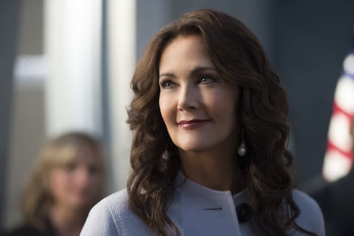 lynda-carter-in-supergirl-season-2-3