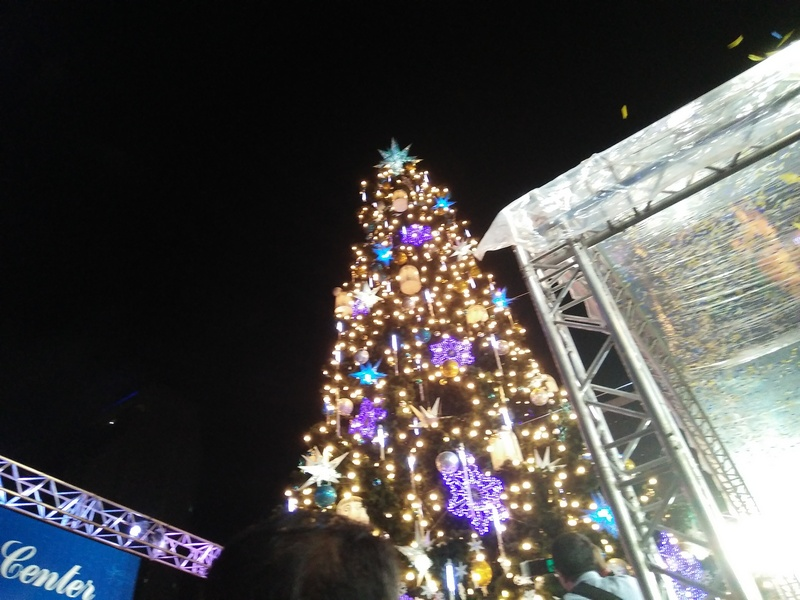 araneta-center-giant-tree-lightning-3