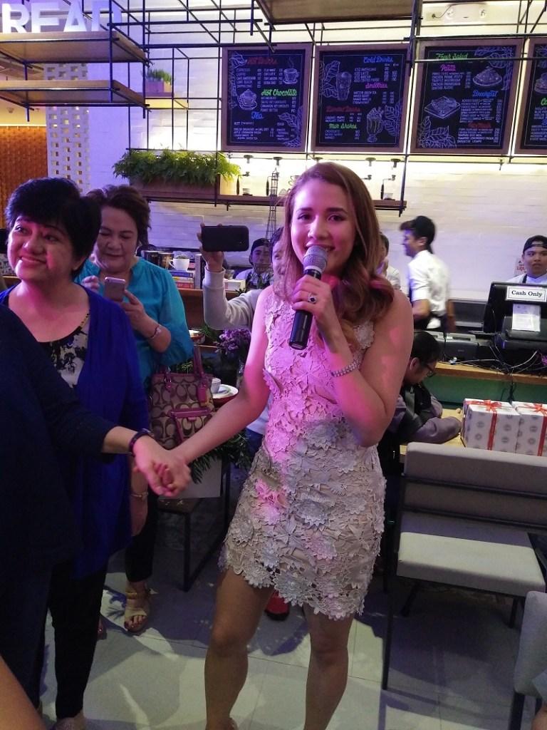 karylle-tatlonghari-yuzon-books-and-borders-cafe-eastwood-city-opening
