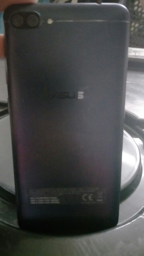 Asus zenfone 4 max review - back