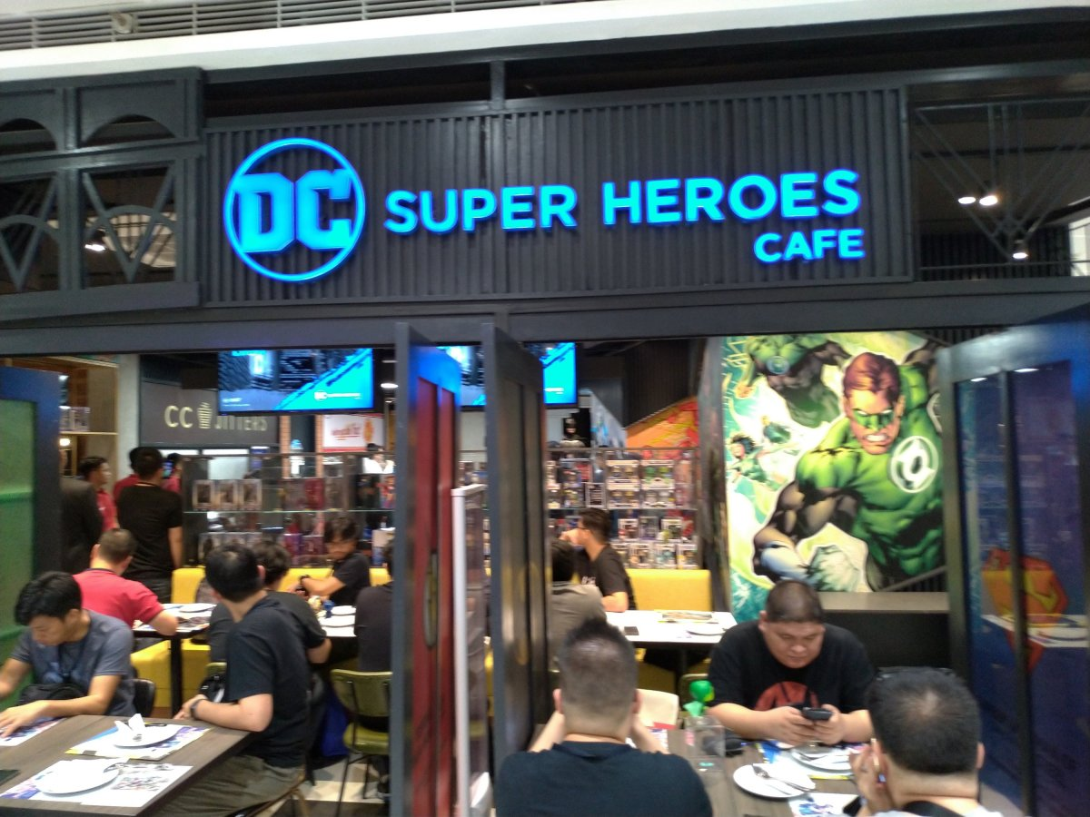 5 Great Things About the DC Super Heroes Cafe (and then some)
