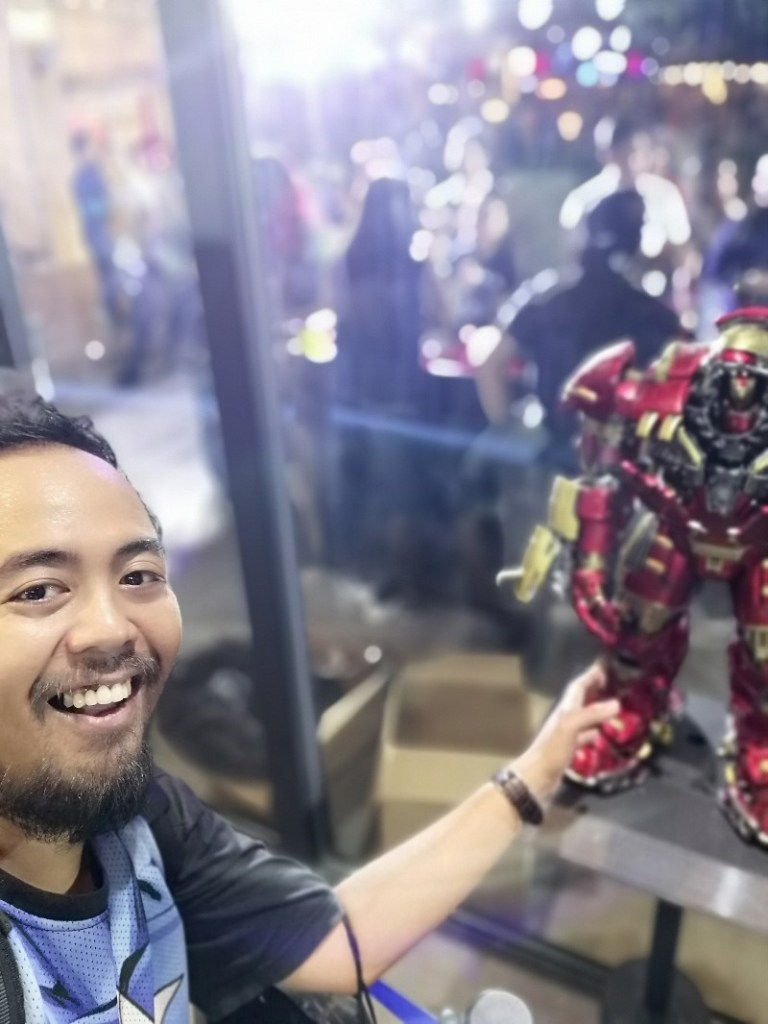 Hot Toys Hulkbuster Oppo pop up store opening BGC