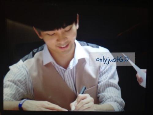 GO Fan Sign