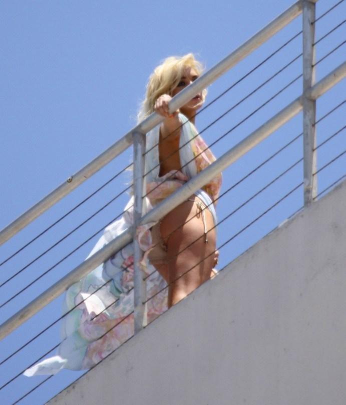 Lindsay Lohan upskirt 007