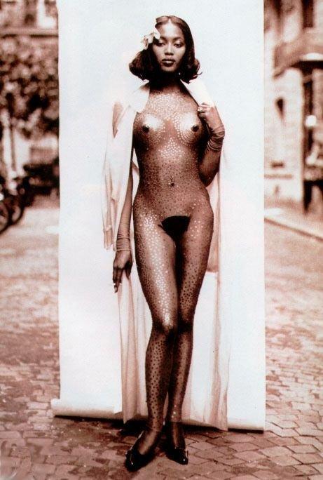 Naomi Campbell Naked 01
