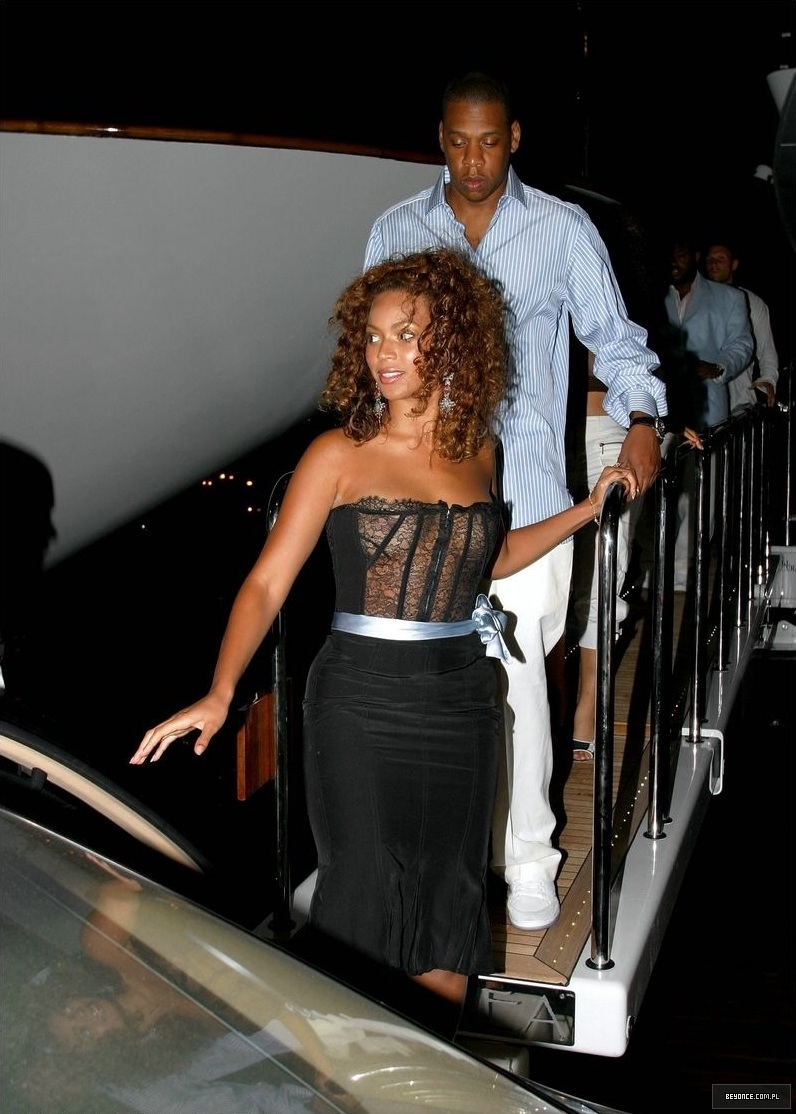 Beyonce-See-Through-St-Tropez-5
